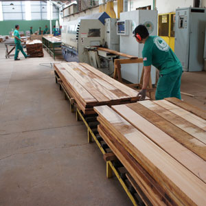 manufacturing wholesale decking feeding the planer sander
