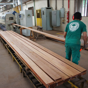 manufacturing wholesale decking feeding the moulder